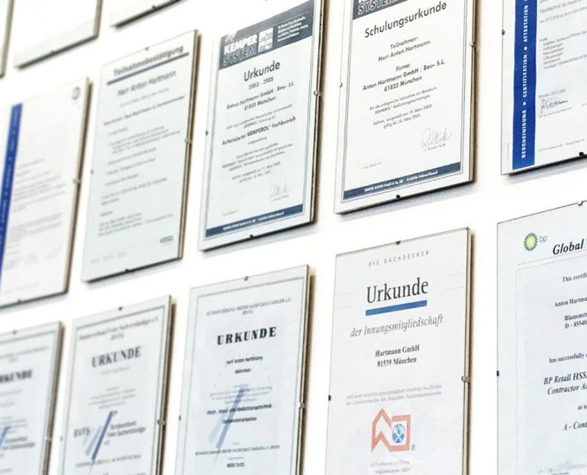 Zertifikate und Urkunden