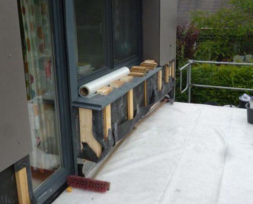 Demontage der Fassaden-Platten für die Sanierung der Terrasse