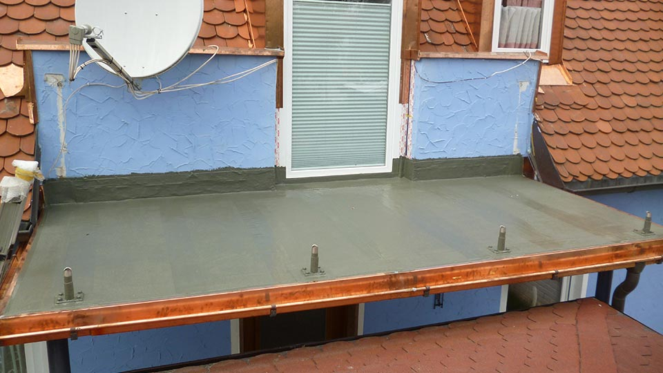 Neu-Erstellung einer Terrasse mit Flüssigabdichtung von Kemperol inkl. Einarbeitung der Brüstungsstützen