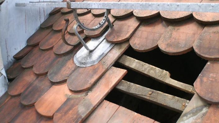 Dachreparatur, Reparaturarbeiten
