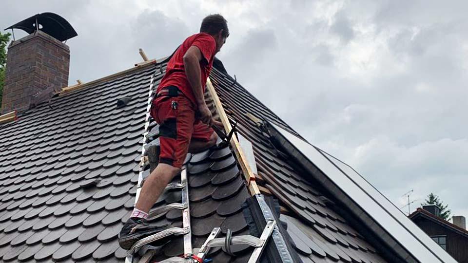 Dachdeckerarbeiten München Dachfirst Instandsetzung